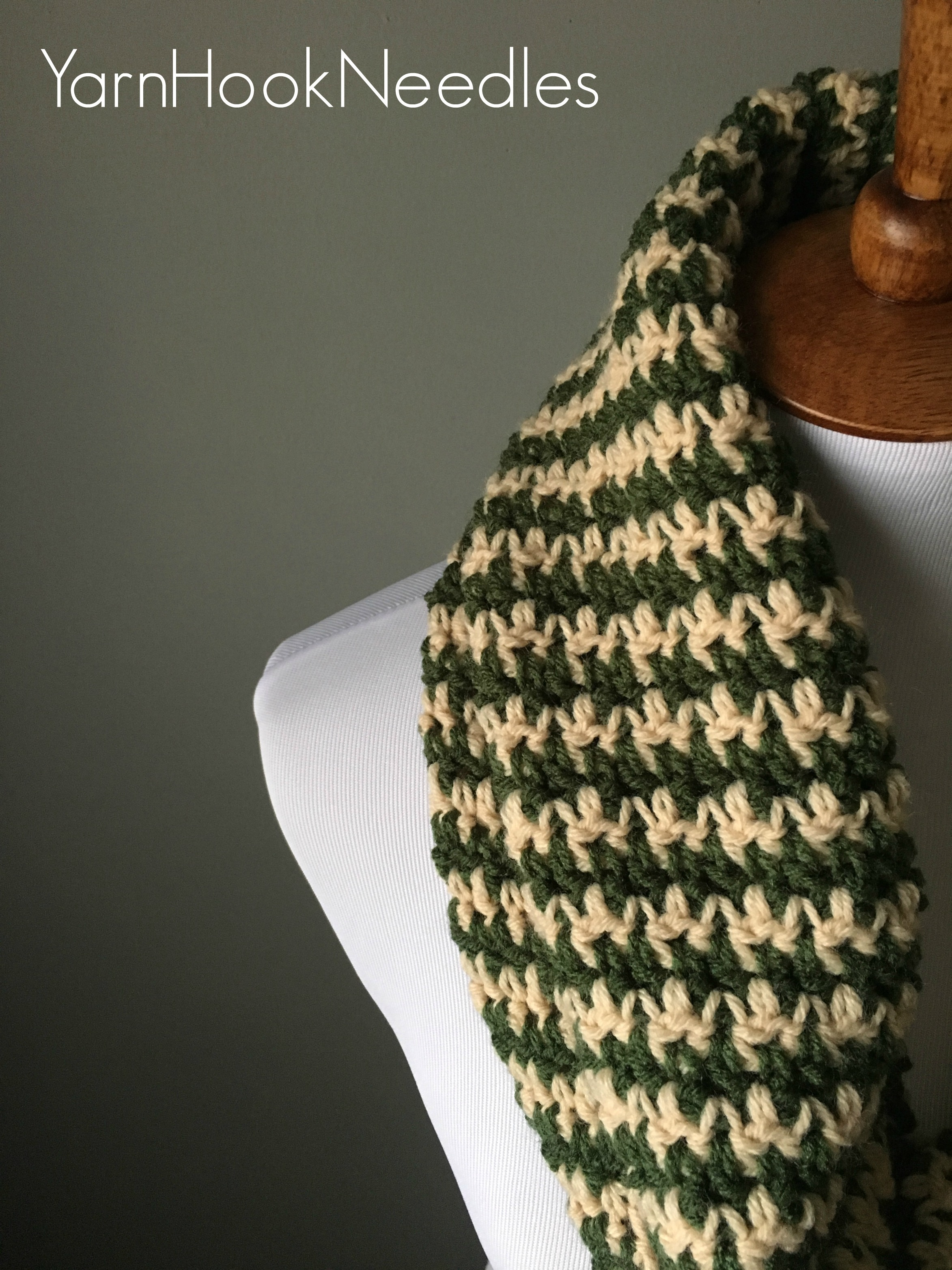 Houndstooth Knitting Pattern : Houndstooth Infinity Scarf with FREE Pattern! - YarnHookNeedles