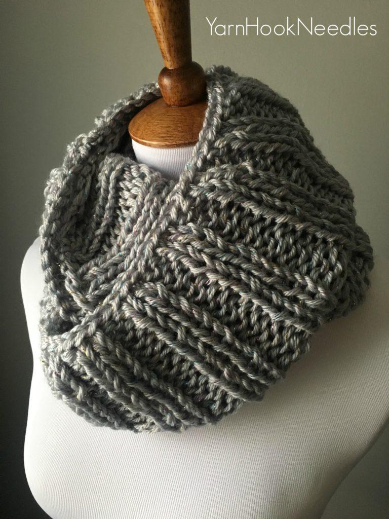 Knitted Rib Cowl with FREE Pattern! - YHN - YarnHookNeedles