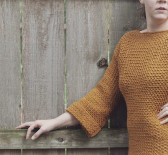 Learn How To Make This Easy Crochet Pullover Sweater Using The Moss Stitch!